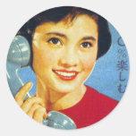 Teléfono retro del anuncio de Japón de las mujeres Etiquetas Redondas