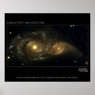 Telescopio de Hubble de las galaxias casi que choc Póster