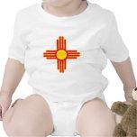 Tema 00 de la bandera de New México Trajes De Bebé