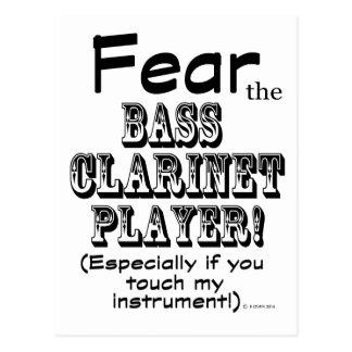 Tema al jugador del clarinete bajo postales