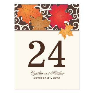 Tema de las hojas de otoño de la tarjeta el | del  postales
