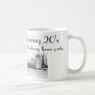 Tema del bar de los años 20 del rugido taza básica blanca