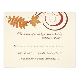Tema descendente de las hojas de la postal el | de comunicado personalizado
