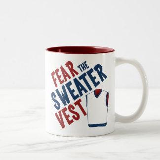 Tema el chaleco del suéter taza de café