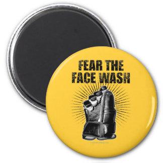 Tema el lavado de la cara (el hockey) imán redondo 5 cm