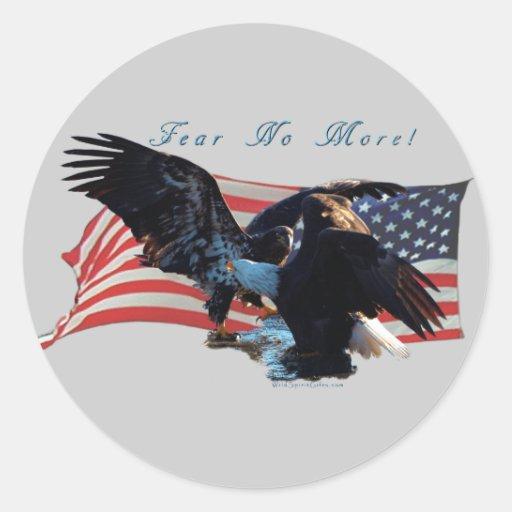 """¡""""Tema no más! """"Regalo de la bandera de Eagle/US Etiqueta Redonda"""
