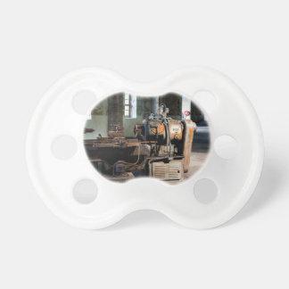Temático industrial, una máquina industrial chupetes para bebés