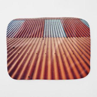 Temático rojo, vista de un tejado de una casa paños de bebé