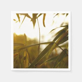 Temático verde, de largo y hojas verdes de un servilletas de papel
