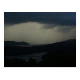 Tempestad de truenos sobre el depósito de Quabbin Postal