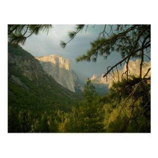 Tempestad de truenos sobre el valle de Yosemite Postal