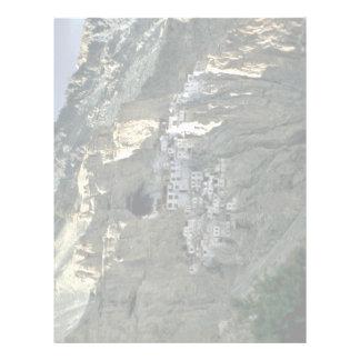 Templo de la cueva, Zanskar, la India Membrete