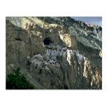 Templo de la cueva, Zanskar, la India Tarjeta Postal