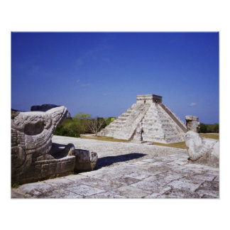 Templo de las estatuas de Chac-Mool de los guerrer Posters
