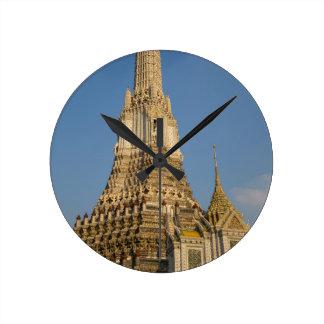 Templo de Wat Arun en Bangkok Tailandia Reloj Redondo Mediano
