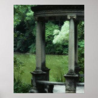 Templo del amor en los jardines viejos de Westbury Posters