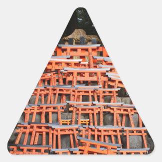 Templo Extremo Oriente de piedra Pegatina Triangular