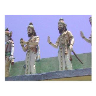 Templo hindú, defensores en el tejado postal
