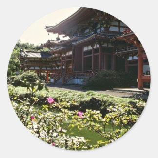 Templo japonés, Byodo-en - las flores de Oahu Pegatina Redonda