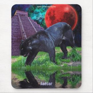 Templo negro de Jaguar y de Chichen Itza y eclipse Alfombrillas De Ratón