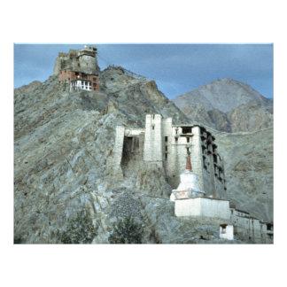 Templo sobre Royal Palace, Leh, Ladakh, la India Tarjeton