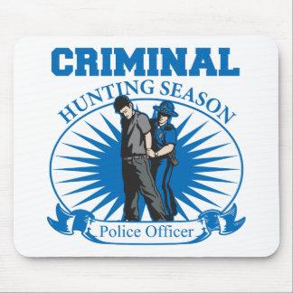 Temporada de caza del criminal del oficial de poli alfombrillas de ratones
