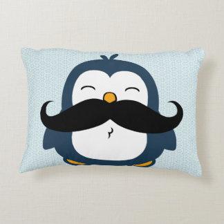 Tendencia del bigote del pingüino cojín