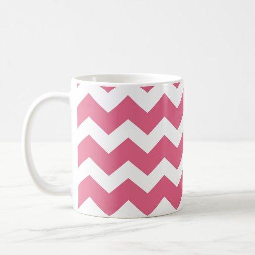 Tendencia moderna rosada del modelo de zigzag del taza básica blanca