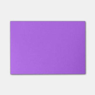 Tendencia púrpura del color de la violeta 2015 del notas post-it®