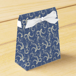 Tendrils del helecho en crema en azul de la caja para regalos de fiestas