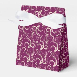 Tendrils del helecho en crema en ciruelo caja para regalos