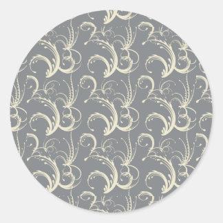 Tendrils del helecho en crema en gris pegatina redonda