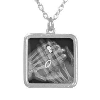 Tenencia de la mano collar personalizado