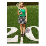 Tenencia del jugador del lacrosse de la High Tarjeta Postal