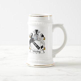 Tener cuidado con el escudo de la familia jarra de cerveza