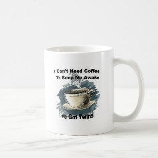 Tener gemelos taza de café