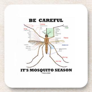 Tenga cuidado él es estación del mosquito (la posavasos de bebidas