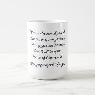 Tenga cuidado qué usted pasa su moneda en la taza