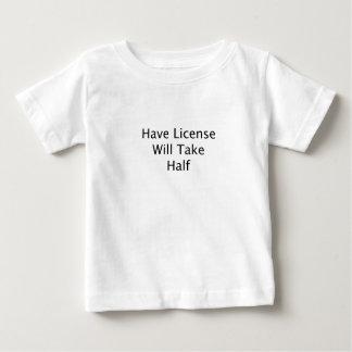 Tenga licencia tomará el texto a medias negro playera de bebé