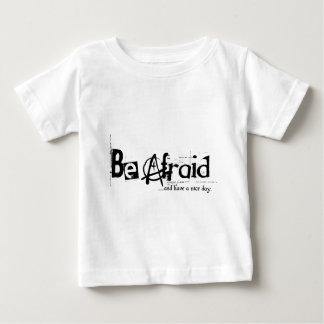 tenga miedo - y tenga un día agradable (la tshirt