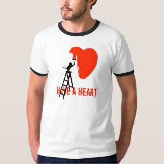 Tenga un corazón (el gato) playera