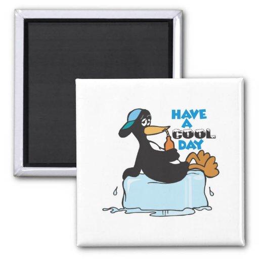 tenga un pingüino fresco del día imán de frigorifico