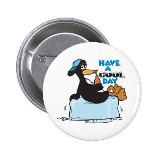 tenga un pingüino fresco del día pin redondo 5 cm