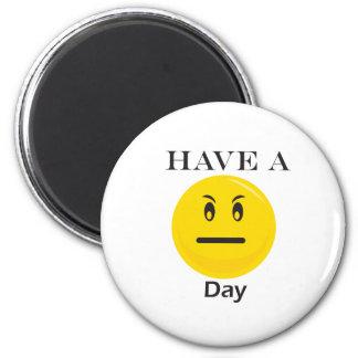 Tenga un smiley del amarillo del día iman de frigorífico