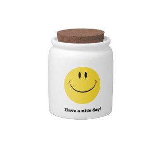 Tenga un tarro sonriente retro del almacenamiento  platos para caramelos