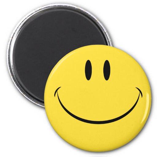 Tenga una cara sonriente retra del día agradable imán de nevera