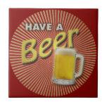 ¡Tenga una cerveza! Azulejo Cerámica