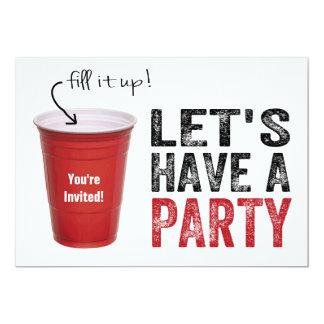 """¡Tengamos un fiesta! Taza roja divertida Invitación 5"""" X 7"""""""