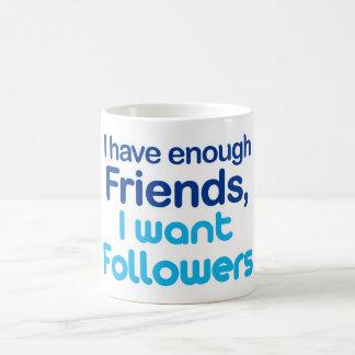 Tengo bastantes amigos taza de café