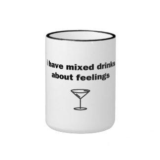 Tengo bebidas mezcladas sobre sensaciones taza de dos colores